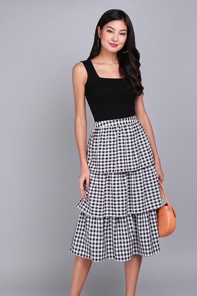Holiday Cheer Skirt In Black Checks
