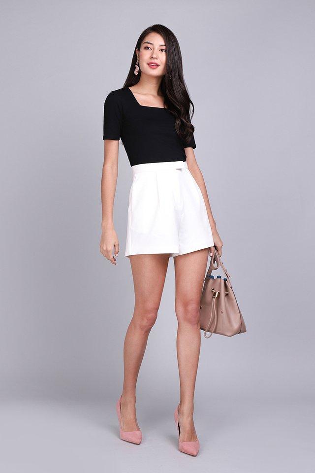 Anastasia Shorts In Classic White