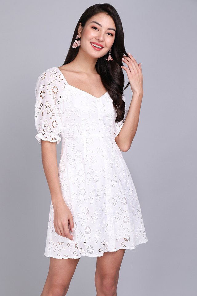 [BO] Pocketful Of Sunshine Dress In White Eyelet