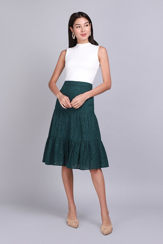 Breeze Into Spring Skirt In Forest Green