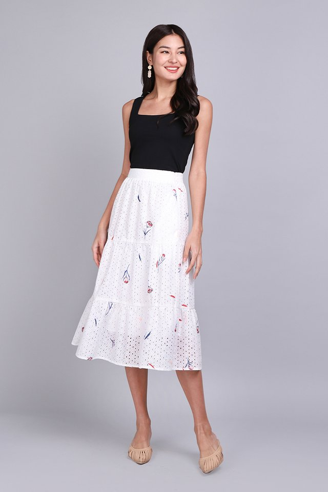 Gift Me A Garden Skirt In White Florals