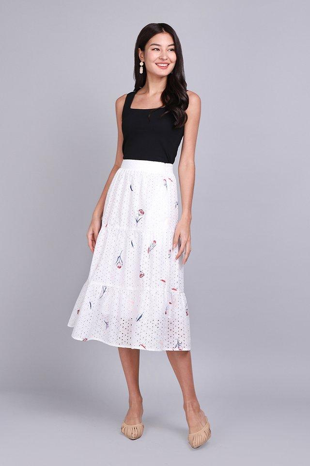 Gift Me A Garden Skirt In White Florals