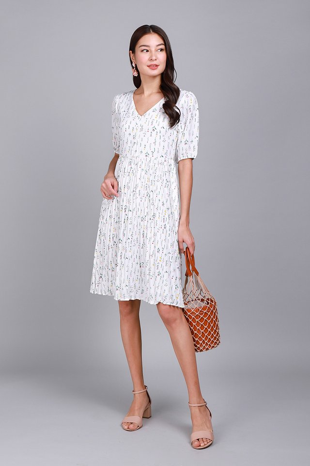 Wisteria Swing Dress In White Florals