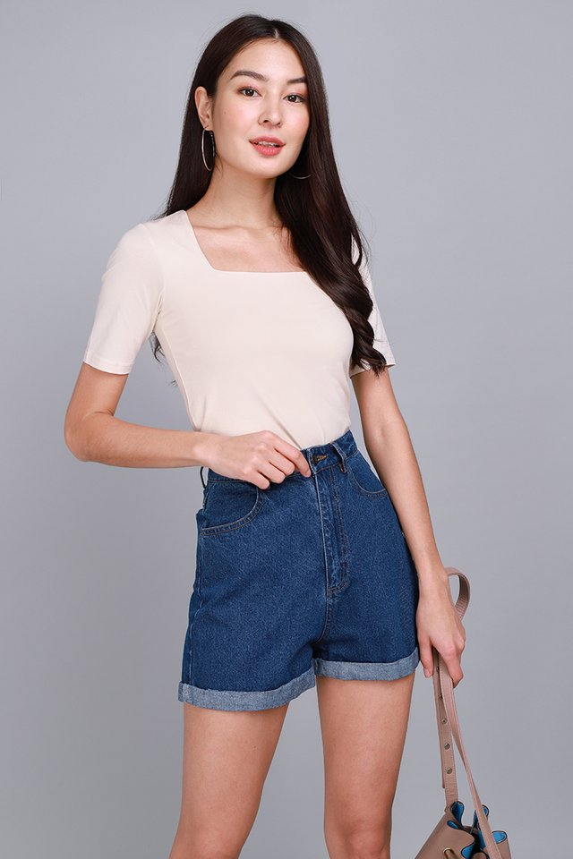 Carrie Top In Soft Cream