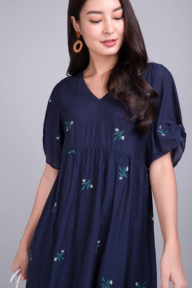 Gardenia Strolls Dress In Navy Blue
