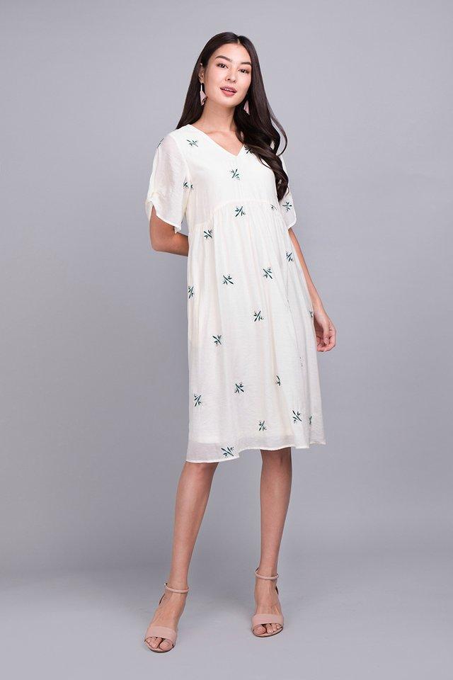 Gardenia Strolls Dress In Soft Cream