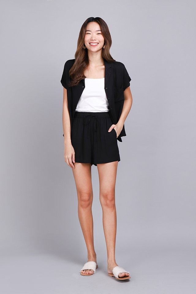 Cassie Shorts In Classic Black